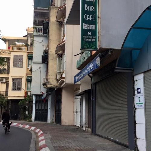 Hang quan ven Ho Tay the nao sau dai han ca chet hang loat?
