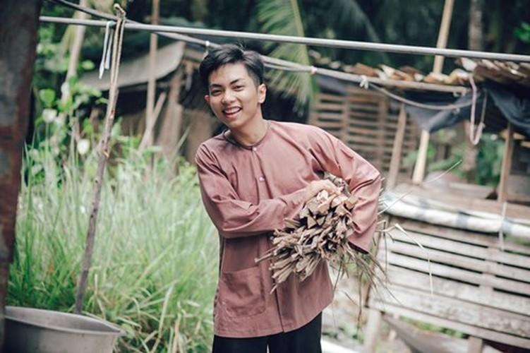 Phan Hien hi hui rua chan cho Khanh Thi-Hinh-11