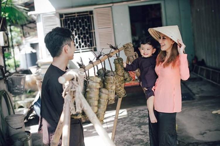 Phan Hien hi hui rua chan cho Khanh Thi-Hinh-18