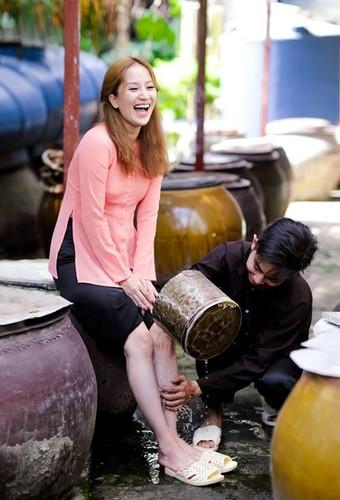 Phan Hien hi hui rua chan cho Khanh Thi-Hinh-20