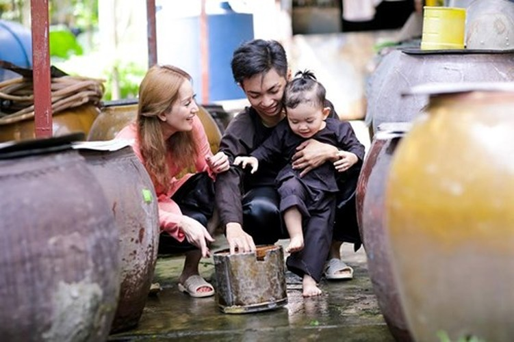 Phan Hien hi hui rua chan cho Khanh Thi-Hinh-21