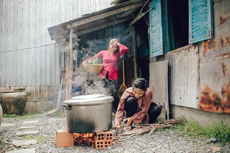 Phan Hien hi hui rua chan cho Khanh Thi-Hinh-4