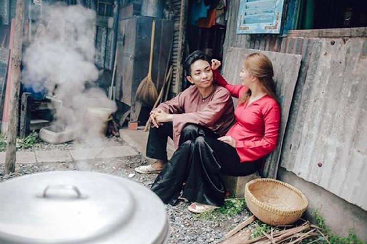 Phan Hien hi hui rua chan cho Khanh Thi-Hinh-6
