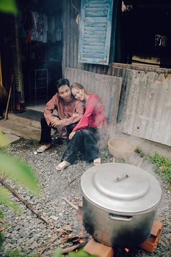 Phan Hien hi hui rua chan cho Khanh Thi-Hinh-7