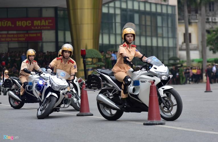 Anh: Ngam nu canh sat tuong lai mua con, lai xe phan khoi lon-Hinh-10