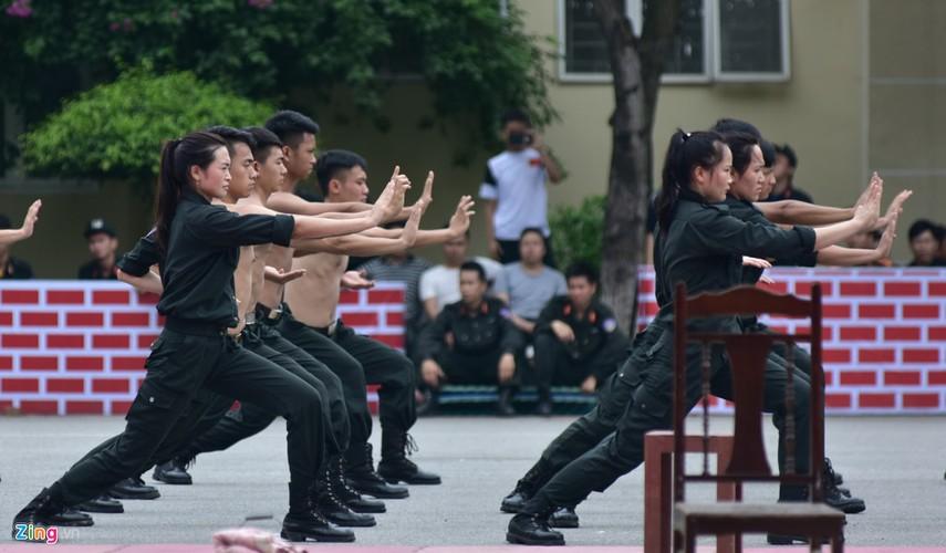 Anh: Ngam nu canh sat tuong lai mua con, lai xe phan khoi lon-Hinh-3