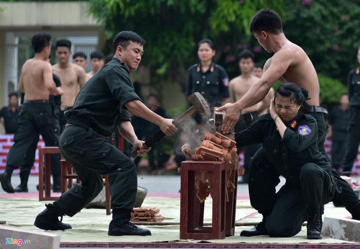 Anh: Ngam nu canh sat tuong lai mua con, lai xe phan khoi lon-Hinh-4