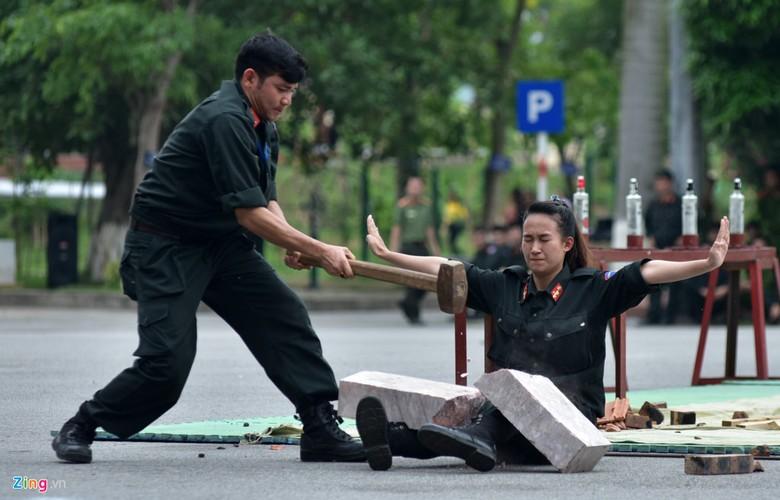 Anh: Ngam nu canh sat tuong lai mua con, lai xe phan khoi lon-Hinh-5