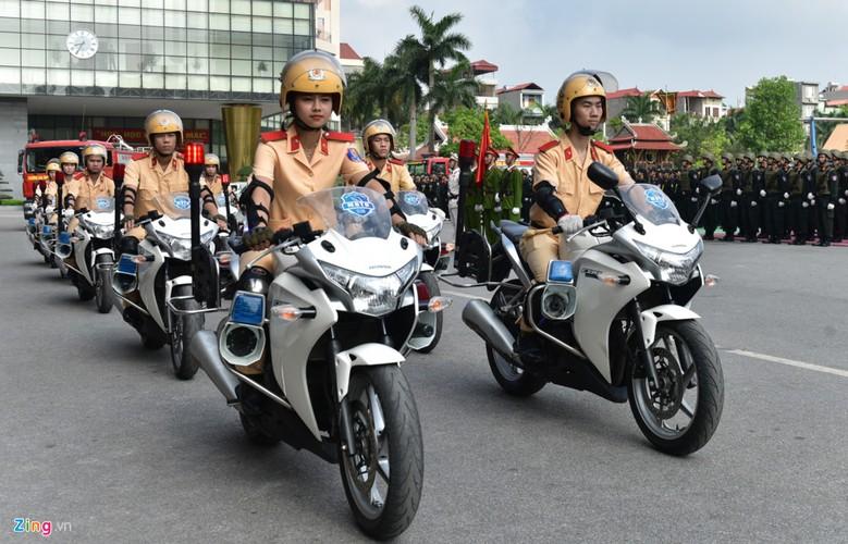 Anh: Ngam nu canh sat tuong lai mua con, lai xe phan khoi lon-Hinh-7