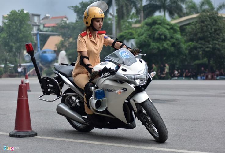 Anh: Ngam nu canh sat tuong lai mua con, lai xe phan khoi lon-Hinh-8