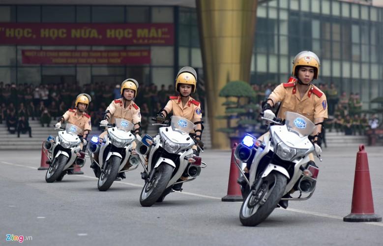 Anh: Ngam nu canh sat tuong lai mua con, lai xe phan khoi lon-Hinh-9