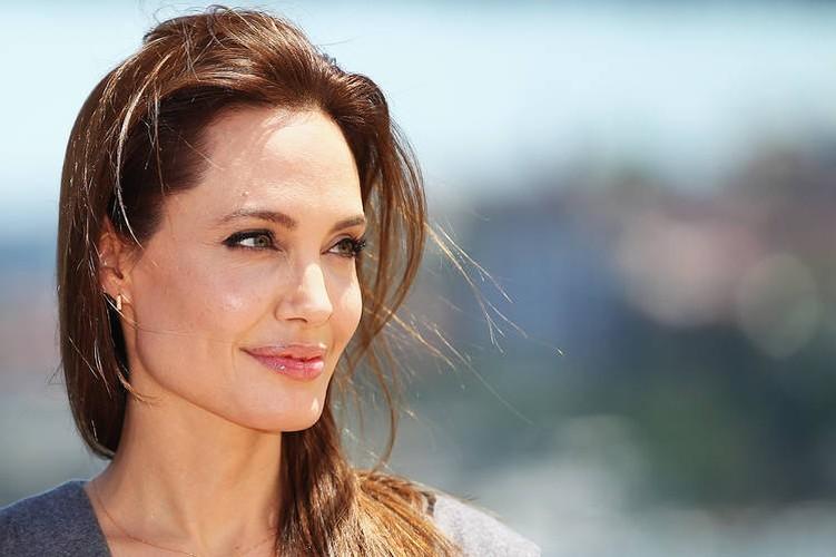 Bi quyet giup Angelina Jolie tre dep nhu gai 20 sau ly hon-Hinh-2
