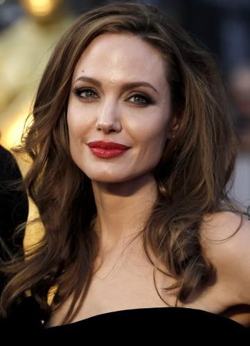 Bi quyet giup Angelina Jolie tre dep nhu gai 20 sau ly hon-Hinh-8