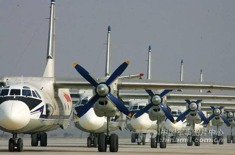 Ngac nhien van tai co Y-7 Trung Quoc nem bom-Hinh-6