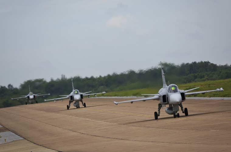 """Chien dau co JAS-39 Thai Lan dieu binh """"voi di bo""""-Hinh-2"""
