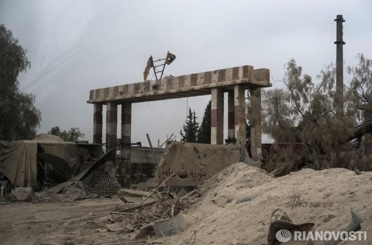 Bi tan pha khung khiep, Khong quan Syria van kien cuong-Hinh-5