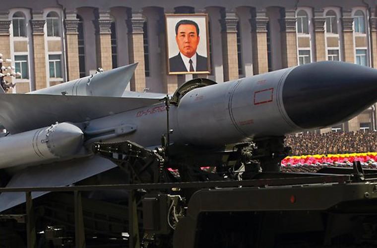 """Ten lua S-200 Trieu Tien khien B-52 My """"chay mat dep"""""""