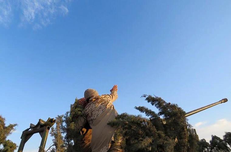 Phien quan IS bo tay hoan toan truoc may bay Nga-Hinh-2