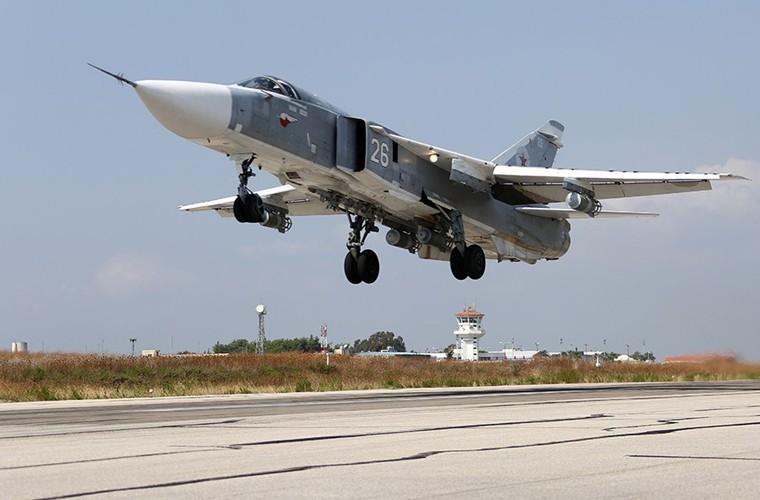Phien quan IS bo tay hoan toan truoc may bay Nga-Hinh-7