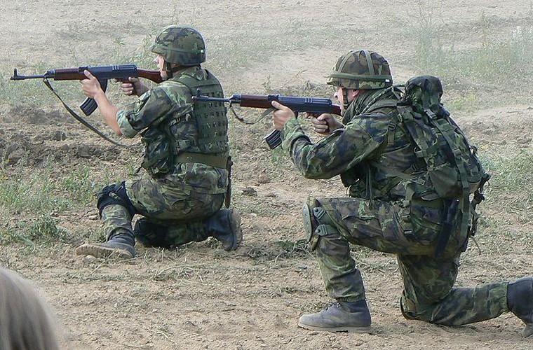Tim hieu sung truong vz. 58 Czech bieu cho Iraq