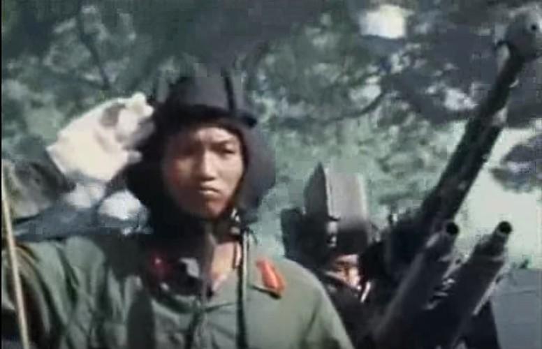 Oai hung cuoc duyet binh mung chien thang o Sai Gon-Hinh-7