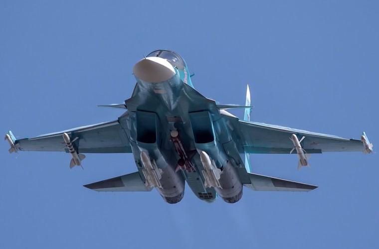 Tiem kich bom Su-34 bat ngo luyen khong chien lam gi?-Hinh-10