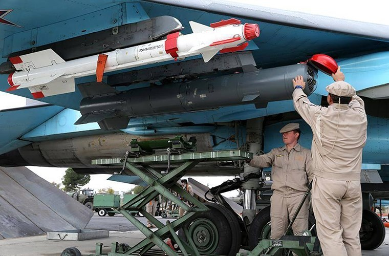 Tiem kich bom Su-34 bat ngo luyen khong chien lam gi?-Hinh-4