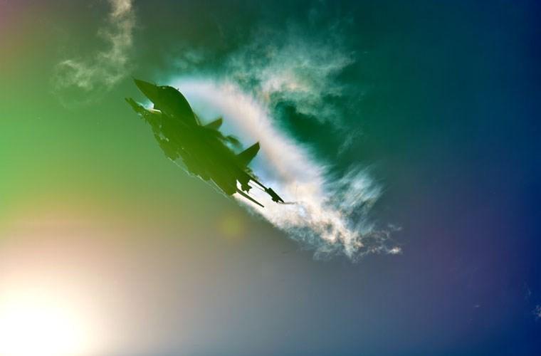 Tiem kich bom Su-34 bat ngo luyen khong chien lam gi?