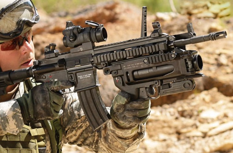 "Sung truong HK-416 lai sung phong luu M320: ""Than chet la day"""