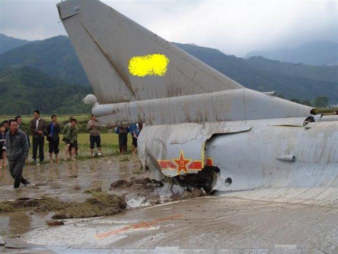 Tiem kich J-10 Trung Quoc bi…chim tan cong, phat no-Hinh-4