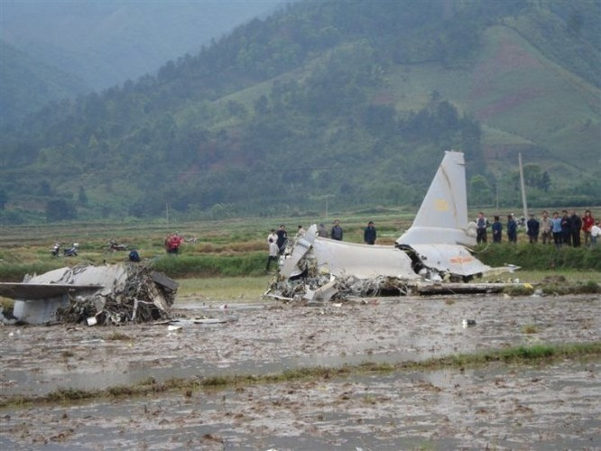 Tiem kich J-10 Trung Quoc bi…chim tan cong, phat no-Hinh-7