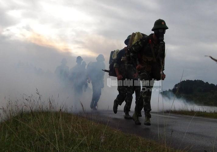 Dieu it biet ve binh chung Hoa hoc cua QDND Viet Nam-Hinh-4