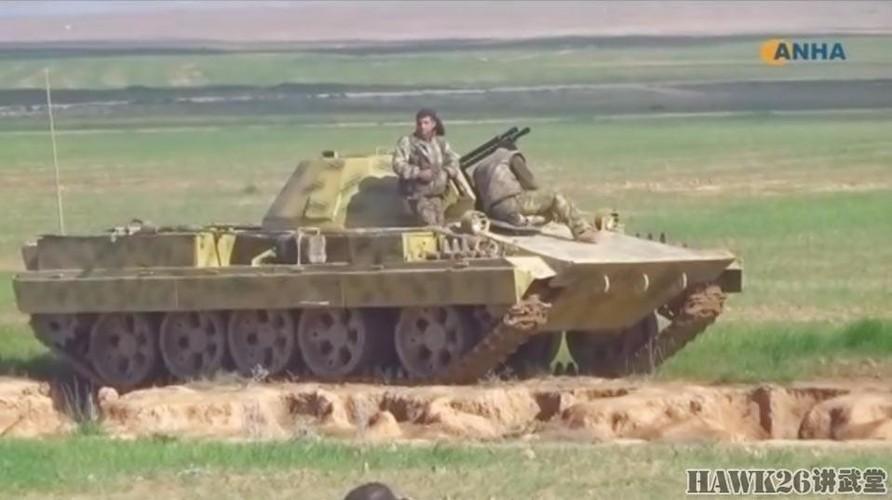 """Than phuc dan vu khi """"do"""" cua quan doi nguoi Kurd-Hinh-10"""