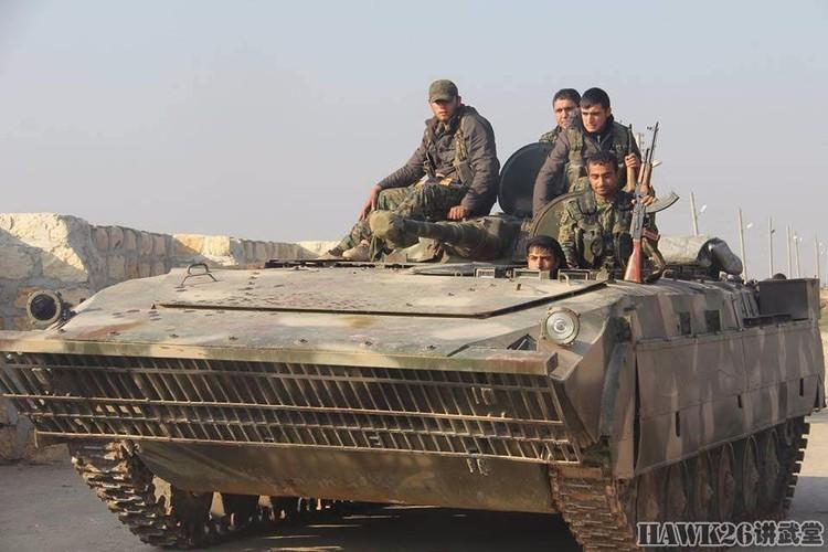 """Than phuc dan vu khi """"do"""" cua quan doi nguoi Kurd-Hinh-11"""