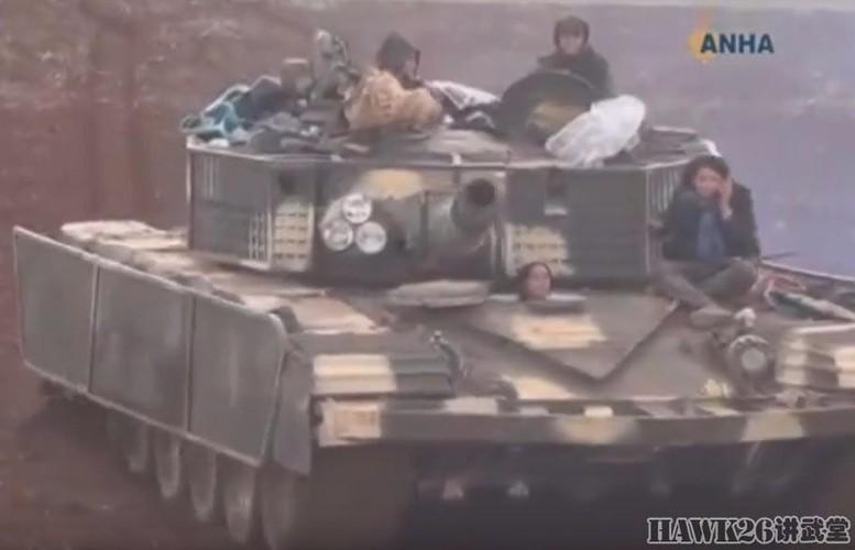 """Than phuc dan vu khi """"do"""" cua quan doi nguoi Kurd-Hinh-13"""