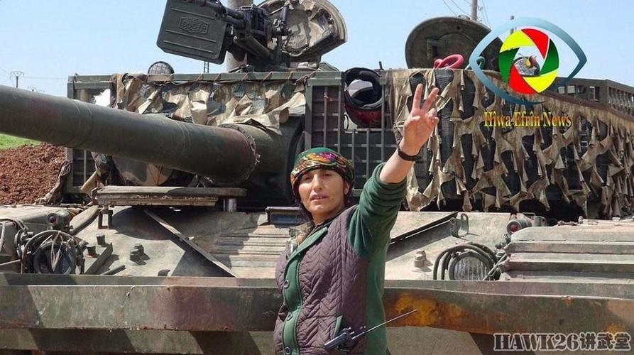 """Than phuc dan vu khi """"do"""" cua quan doi nguoi Kurd-Hinh-14"""