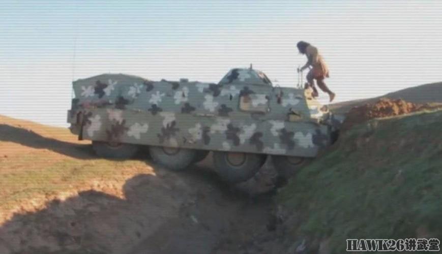 """Than phuc dan vu khi """"do"""" cua quan doi nguoi Kurd-Hinh-3"""