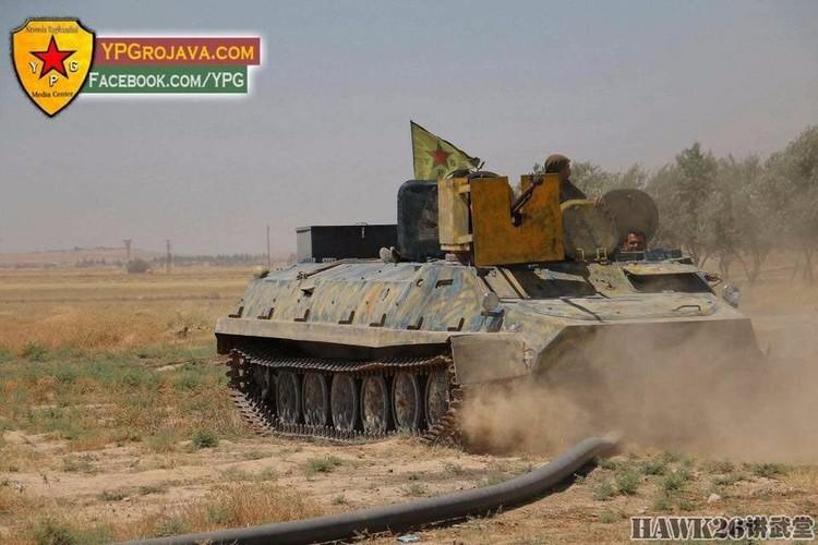 """Than phuc dan vu khi """"do"""" cua quan doi nguoi Kurd-Hinh-4"""