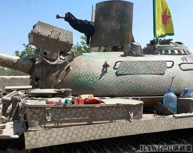 """Than phuc dan vu khi """"do"""" cua quan doi nguoi Kurd-Hinh-6"""
