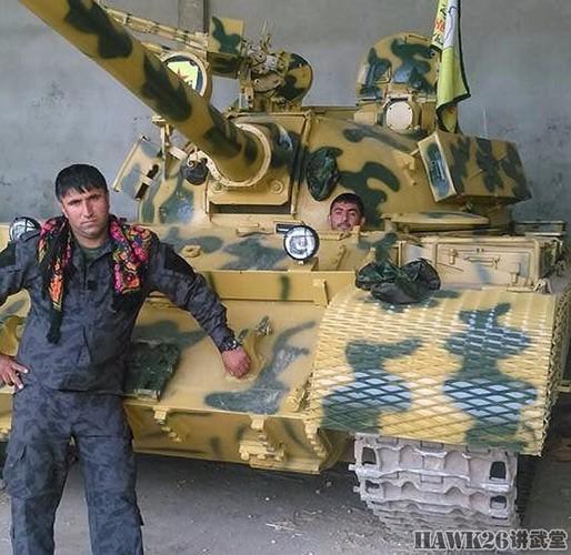 """Than phuc dan vu khi """"do"""" cua quan doi nguoi Kurd-Hinh-7"""
