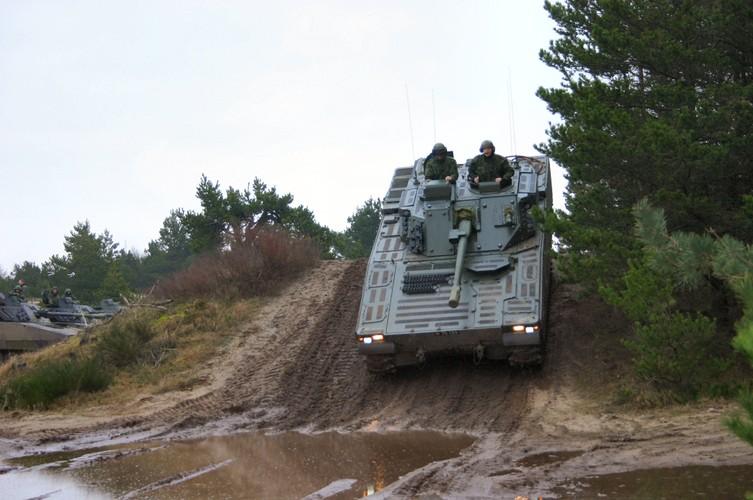 "Nhan dien xe boc thep toi tan NATO ""ap sat"" Nga-Hinh-10"