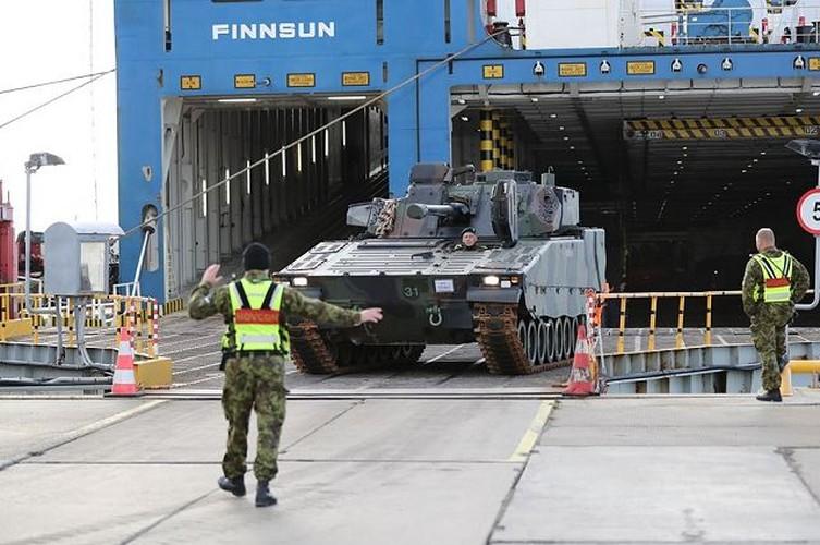 "Nhan dien xe boc thep toi tan NATO ""ap sat"" Nga"