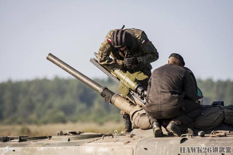 Cuc hiem canh BMP-1 ban ten lua chong tang AT-3-Hinh-3