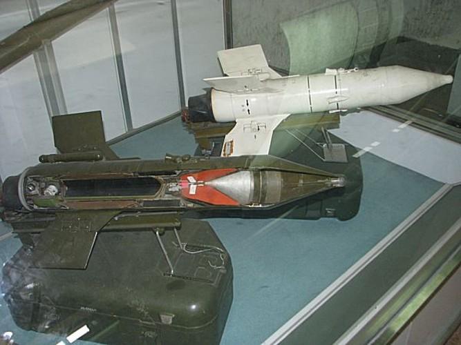 Cuc hiem canh BMP-1 ban ten lua chong tang AT-3-Hinh-6