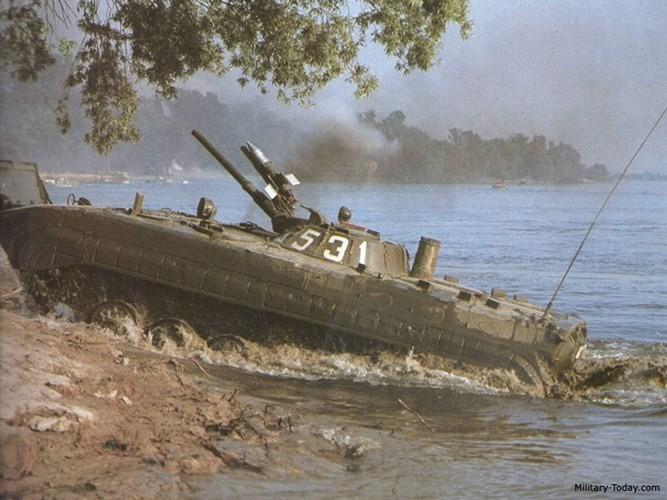 Cuc hiem canh BMP-1 ban ten lua chong tang AT-3