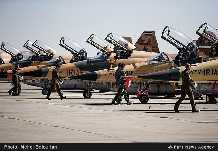 Kinh ngac canh Khong quan Iran trien khai tap tran lon-Hinh-16