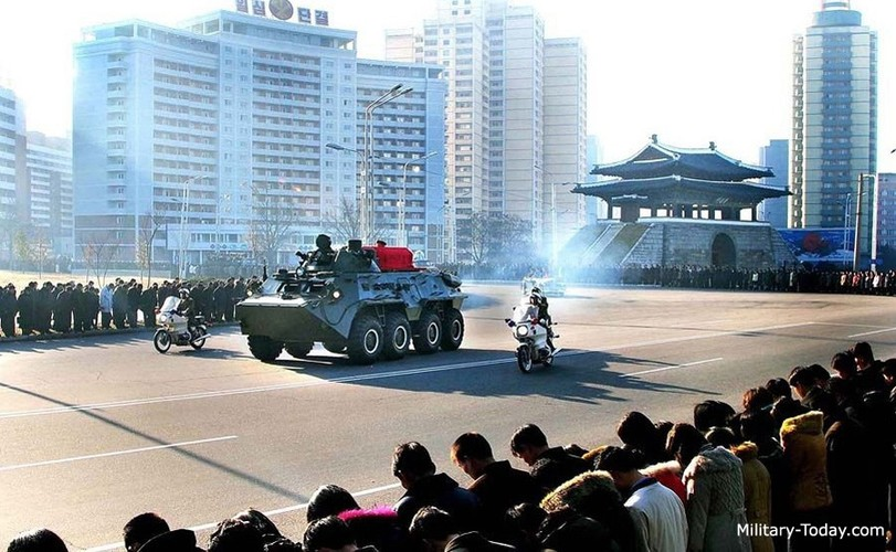 "Tram tro phien ban ""taxi"" BTR-80 do Trieu Tien tu san xuat-Hinh-11"