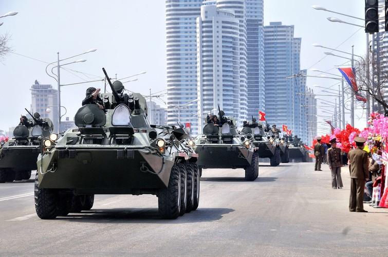 "Tram tro phien ban ""taxi"" BTR-80 do Trieu Tien tu san xuat-Hinh-2"