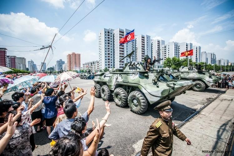 "Tram tro phien ban ""taxi"" BTR-80 do Trieu Tien tu san xuat-Hinh-9"
