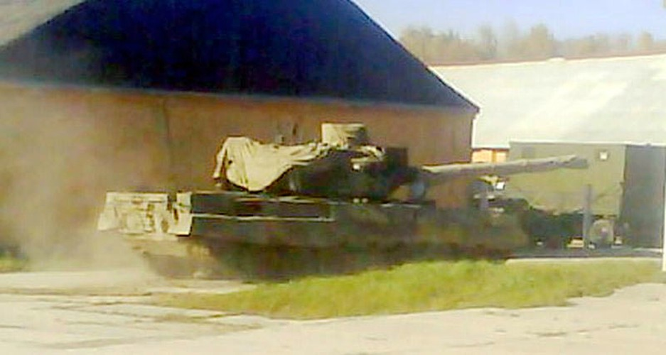 Ron toc gay hoa luc cua xe tang T-95 Nga-Hinh-5